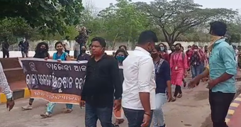Utkal University students protest hostel closure decision, block NH
