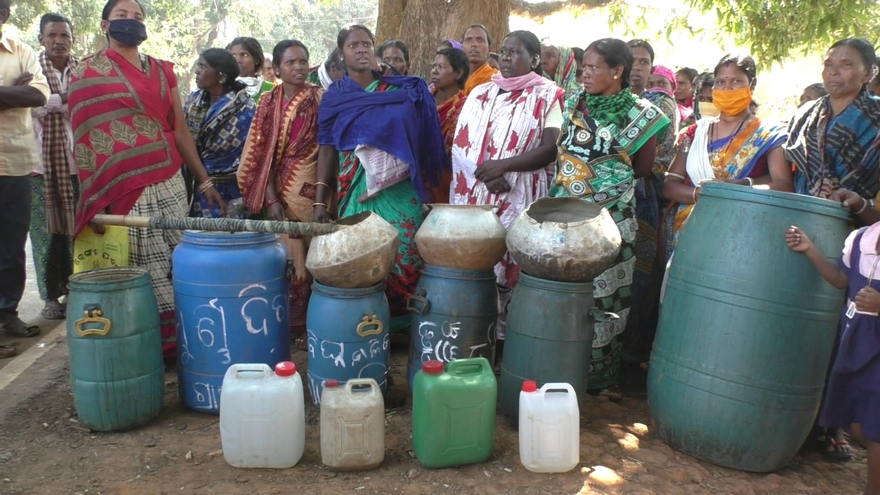 Women destroy huge quantities of liquor in Kandhamal