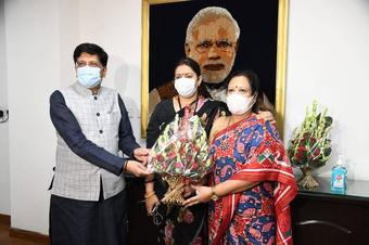 Piyush Goyal takes charge of textiles ministry