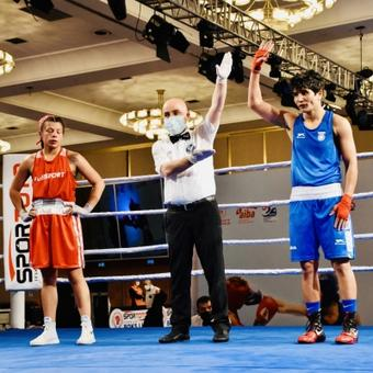 Boxers Solanki, Lather begin campaign with easy wins