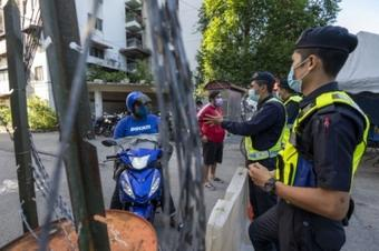 'Total lockdown' in Malaysia to slow pandemic
