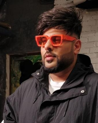 Badshah removes shoes as mark of respect to reality show contestants