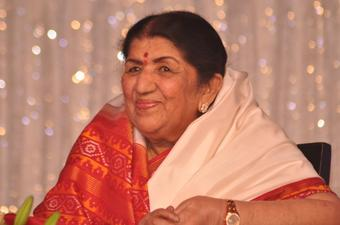 Lata Mangeshkar gives Rs 7L to Maha CMRF for Covid