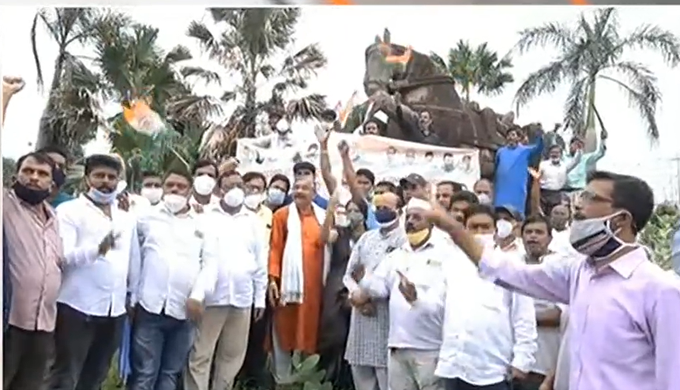 Bhubaneswar: Protest against shifting of 'Warrior-Horse' statue from Master Canteen intensifies