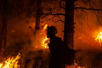 Oregon wildfire burns over 390K acres, 32% contained