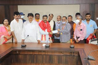 Pradhan donates Rs 1 lakh for Puri Srimandir development