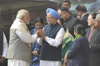 Vaccination key to fight Covid, Manmohan to Modi