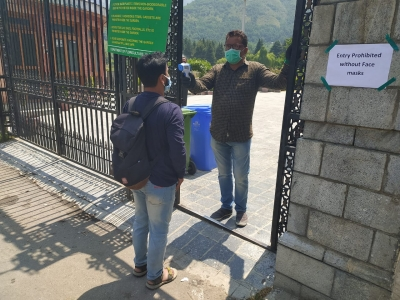 Complete lockdown in 11 J&K districts as Covid situation worsens