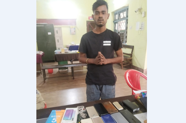 Kingpin of snatchers' gang held by Rourkela Police, 10 mobile phones recovered