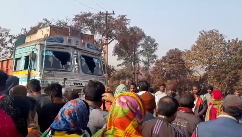Truck mows down biker in Sundergarh, locals stage all night road blockade