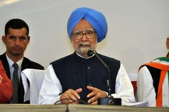 Ex-PM Manmohan Singh & wife take Covid vax at AIIMS