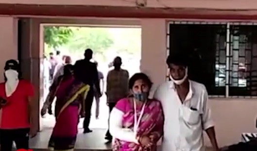 Doc asks woman to get bangles cut by 'Bania' before plaster