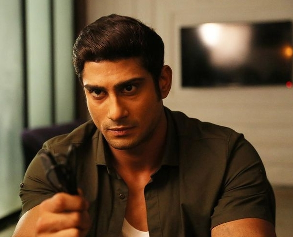 Prateik Babbar lacks patience when it comes to reading