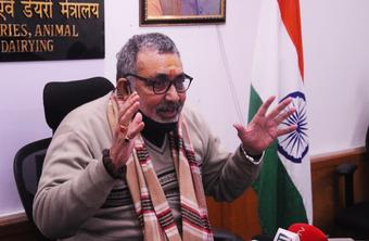 Keen on promoting 'cow factories' for dairy farming: Giriraj Singh