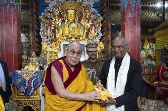 Dalai Lama greets Kovind after successful surgery