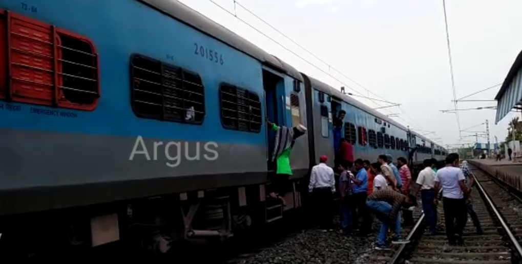 Fire breaks out in Jan Shatabdi Express in Balasore; passengers safe