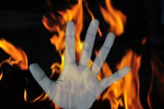 Man sets himself ablaze in front of TN CM's residence