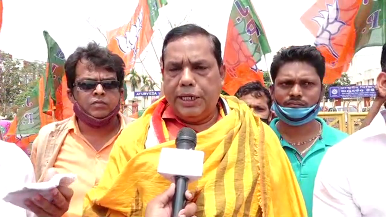 BJP stages protest against drainage problem in city