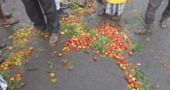 Vendors protest Covid-19 restrictions, dump vegetables on road in Jharsuguda