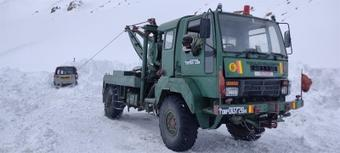 Army rescues passengers stranded in snow at Khardung La