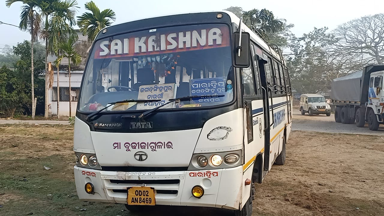 Pedestrian dies after being hit by bus in Jagatsinghpur, locals block road