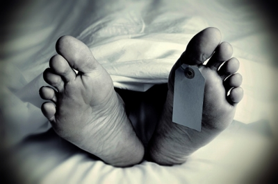 Minor kids live with father's corpse, go to neighbour for food