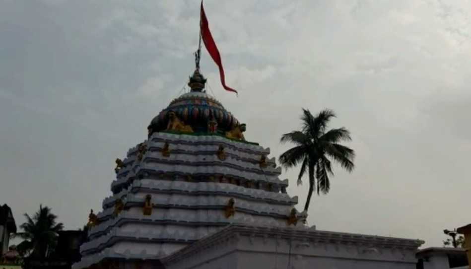 Servitor tests positive for Covid-19 at Akhandalamani temple, darshan stopped