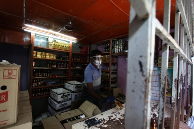 Puducherry orders all bars, liquor shops to shut down