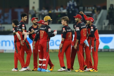 RCB survive scare, beat DC by one run