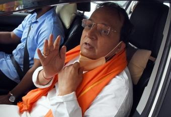 Arun Singh reaches Yediyurappa's residence for discussions