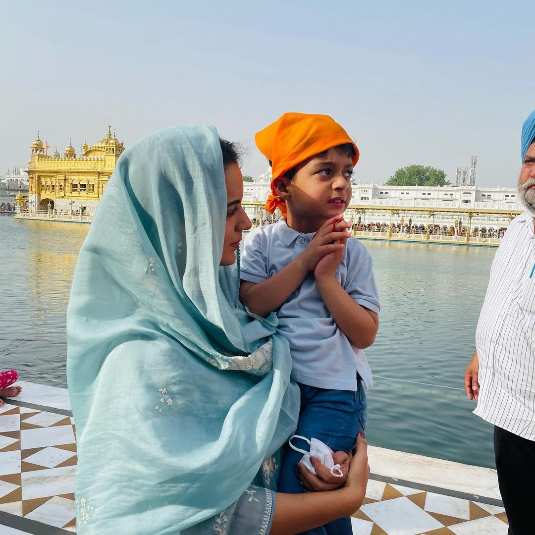 Kangana 'speechless and stunned with Golden Temple's beauty'